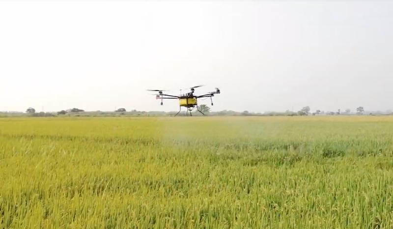 Máy bay phun thuốc do kỹ sư Campuchia chế tạo