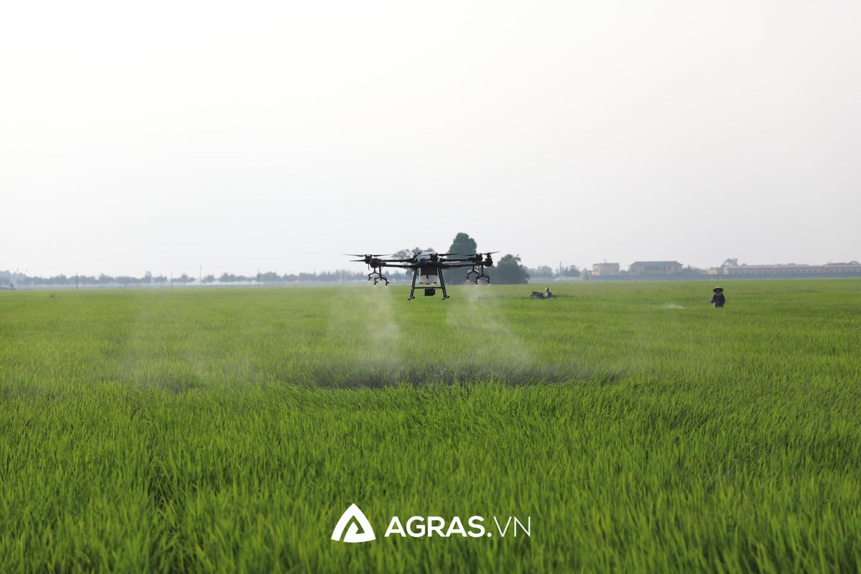 Drones áp dụng vào hệ thống tưới tiêu